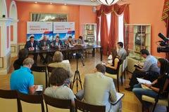 在俄国铁路全国竞争秀丽前开始的新闻招待会2012年 免版税库存图片