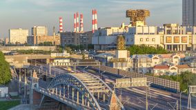 在俄罗斯科学院timelapse和Novoandreevsky桥梁的晚上视图在莫斯科河 股票视频