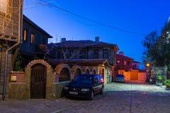 在保加利亚语波摩莱的历史部分的晚上 库存照片