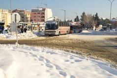 在保加利亚语波摩莱的汽车站,冬天 免版税图库摄影