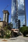 在保存以后的Resturant反对现代高楼 免版税库存照片