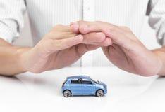 在保护车祸姿态的企业代办处手  免版税库存照片