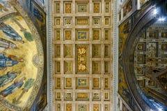 在保罗圣徒墙壁之外的大教堂 免版税库存图片