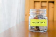 在保险的挽救金钱 免版税库存图片