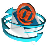 在信包的符号显示电子邮件 免版税库存图片