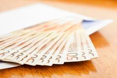 在信包的钞票 图库摄影