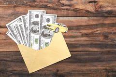 在信封和汽车的美元 免版税库存图片