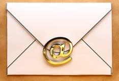 在信封的电子邮件标志 免版税库存图片