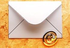 在信封的电子邮件标志 图库摄影