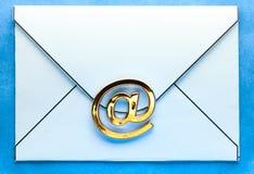 在信封的电子邮件标志 免版税图库摄影