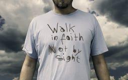 在信念的步行 免版税库存图片