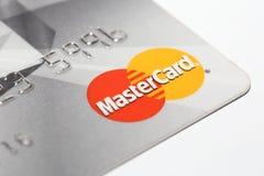 在信用卡的万事达卡商标 图库摄影