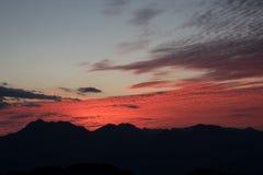 在修士Crubasai -泰国的红色天空观点 免版税库存图片