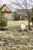 在修士keley前面的黏土水罐在莫娜的疆土 免版税库存图片