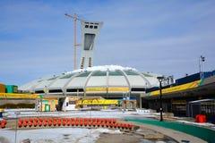 在修理中蒙特利尔奥林匹克体育场塔 免版税图库摄影