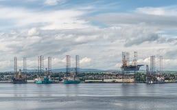 在修理的海上钻井平台在造船厂在邓迪 库存照片
