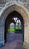 在修道院上的被成拱形的门道入口 免版税库存照片