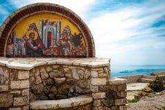 在修道院前面的宗教图片Pantokrator的,科孚岛, G 免版税库存图片