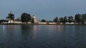 在修道院前面的晚上 影视素材