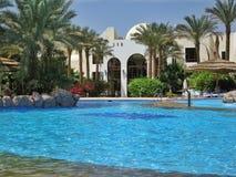 在俱乐部el Faraana的游泳池 图库摄影