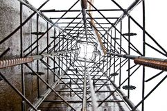 在倾吐混凝土前的圆柱基础大厦 图库摄影