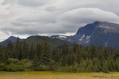 在倾斜山的云彩 库存图片