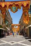 在假日装饰的共和国街道,瓦莱塔,马耳他, 免版税库存照片