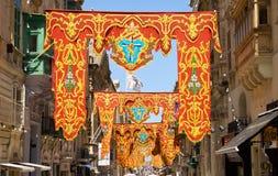 在假日装饰的共和国街道,瓦莱塔,马耳他, 免版税库存图片