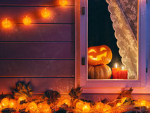 在假日装饰的窗口 免版税图库摄影