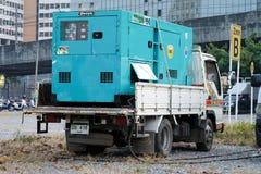 在停放的一辆小卡车的电发电器 免版税库存照片