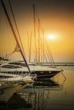 在停泊停放的游艇 免版税库存照片