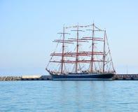 在停泊处的四被上船桅的三桅帆`谢多夫`在索契 俄国 免版税库存图片