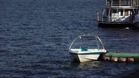 在停泊处的小船 影视素材