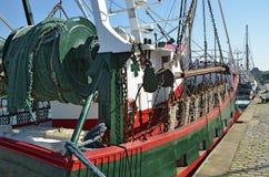 在停泊处的拖网渔船 免版税库存照片