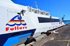 在停泊的Fullers MV快的猫轮渡在奥克兰新西兰 库存照片