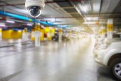 在停车场安装的Cctv照相机对保护安全 免版税库存照片