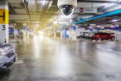 在停车场安装的Cctv照相机对保护安全 免版税库存图片