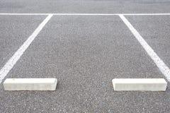 在停车场的空的空间 图库摄影
