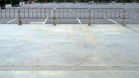 在停车场的空的空间 库存照片