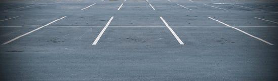 在停车场的空间 免版税库存照片