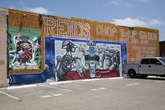 在停车场砖墙上的街道画  库存图片
