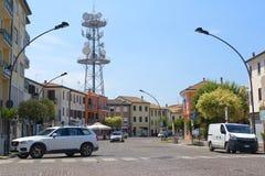 在停车处的汽车在阿德里亚 免版税库存图片