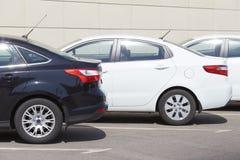 在停车处的汽车 免版税库存照片
