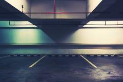 在停车处的空的空间 库存图片