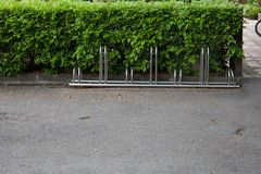 在停车处的自行车 免版税库存照片