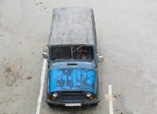 在停车的老汽车 顶视图 免版税库存图片