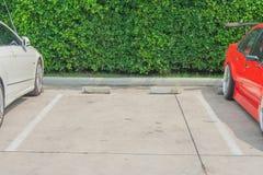 在停车道的空的空间 免版税库存照片