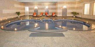 在健康温泉的大极可意浴缸 库存照片