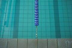 在健身俱乐部的游泳池 库存图片