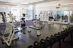 在健身房的设备 免版税库存图片